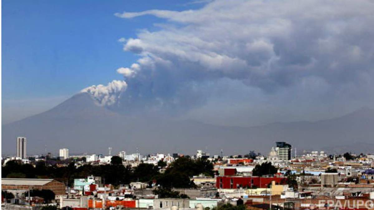 "У Мексиці прокинувся вулкан ""Попокатепетль"""