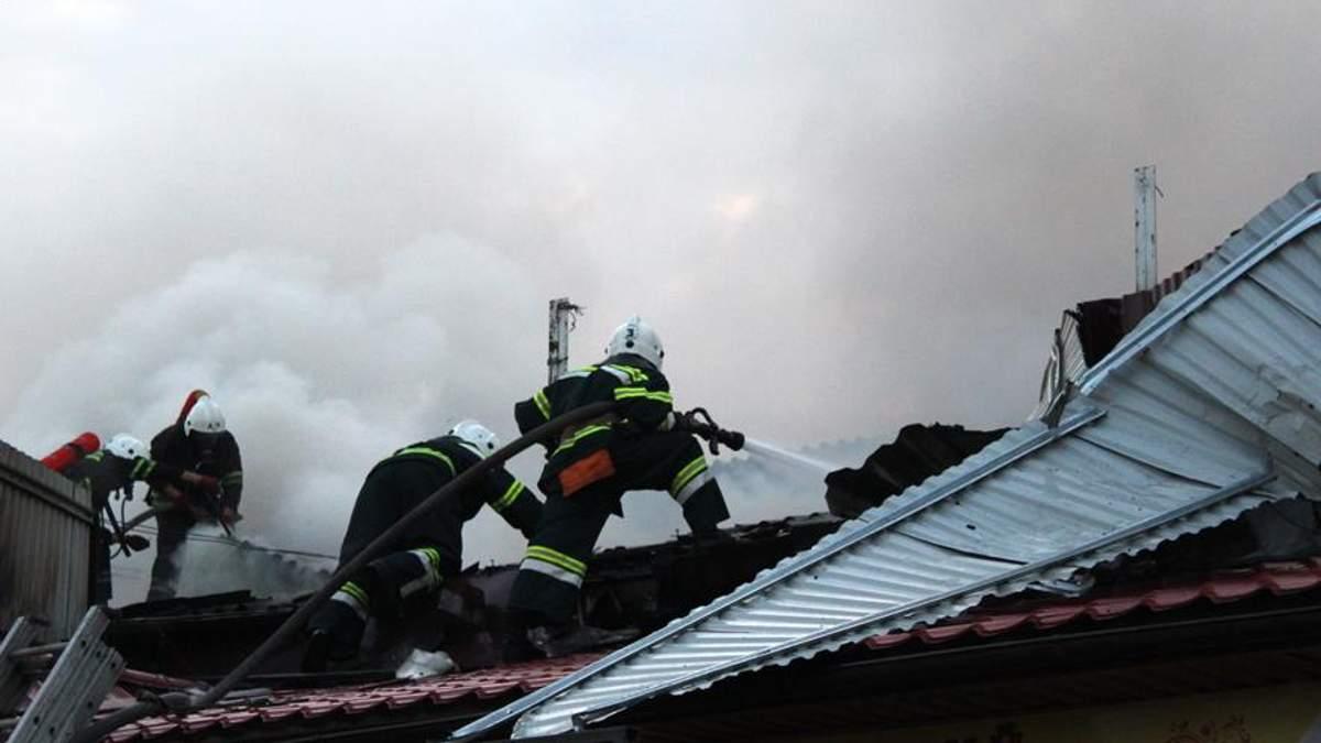 В Полтаве горел центральный рынок фото и видео
