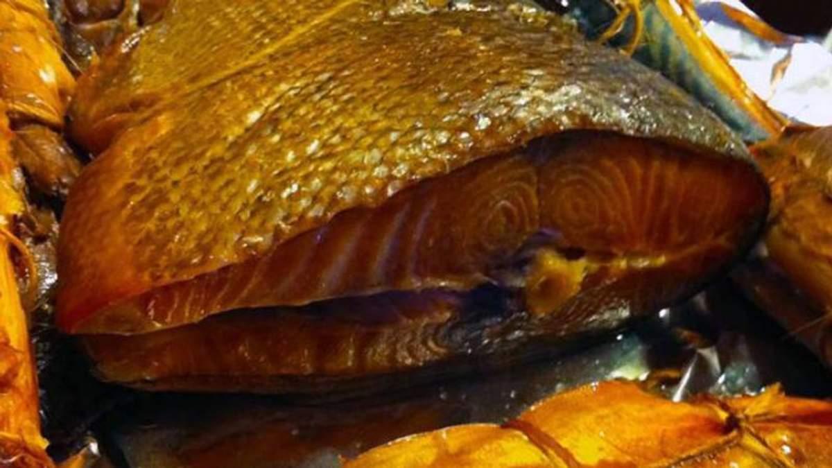 Зросла кількість людей, які отруїлися копченою рибою у Львові