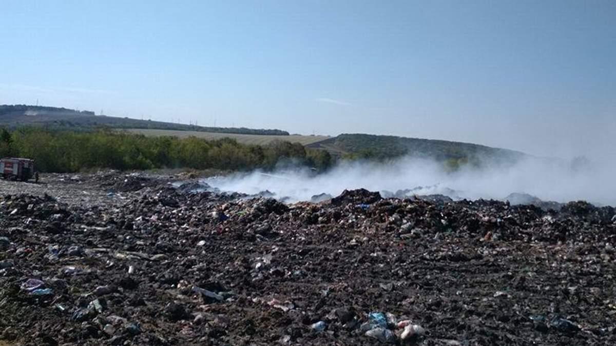 На Харківщині сталася пожежа на сміттєзвалищі