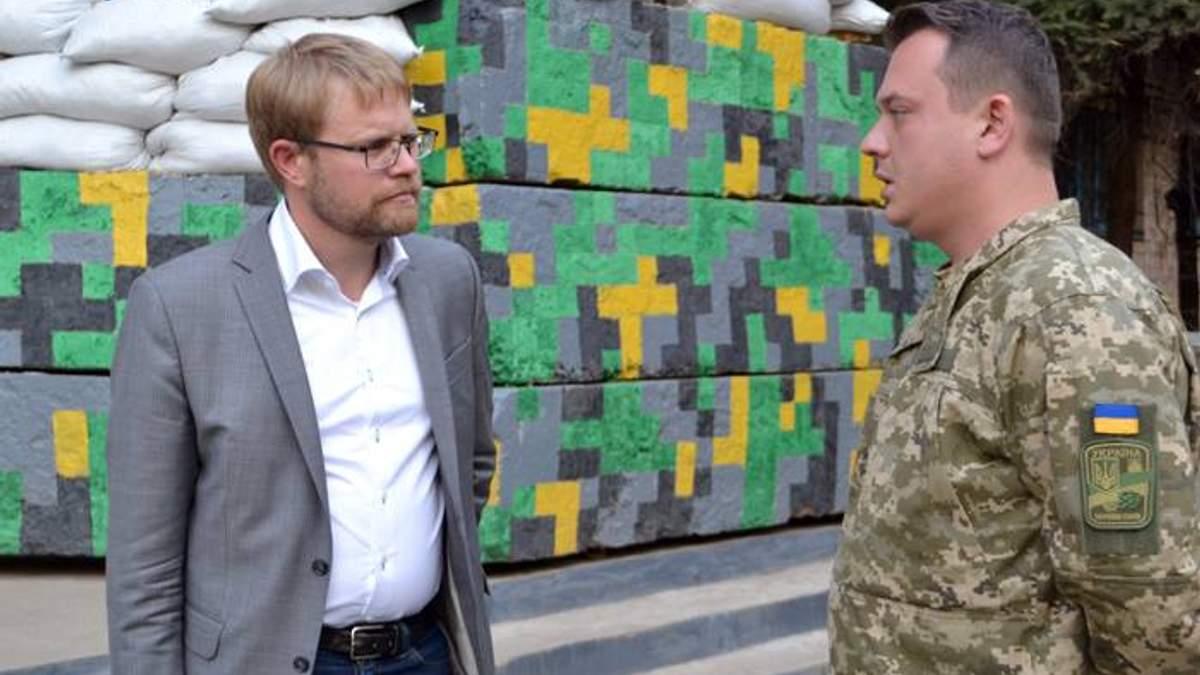 У зону АТО приїхав посол Швеції