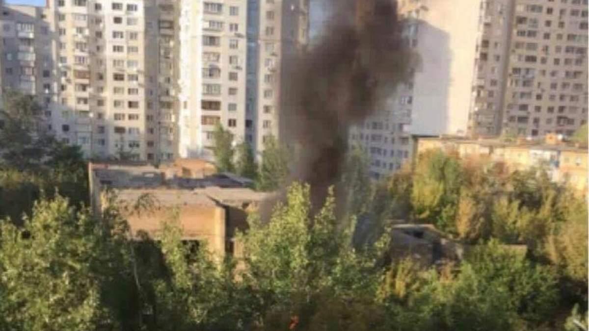 В Киеве горит детский сад: опубликовали фото