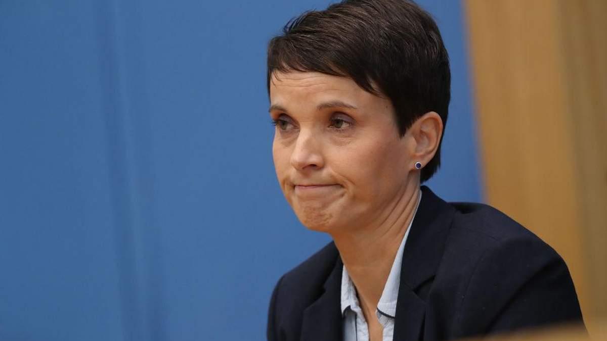В скандальной немецкой партии произошел раскол