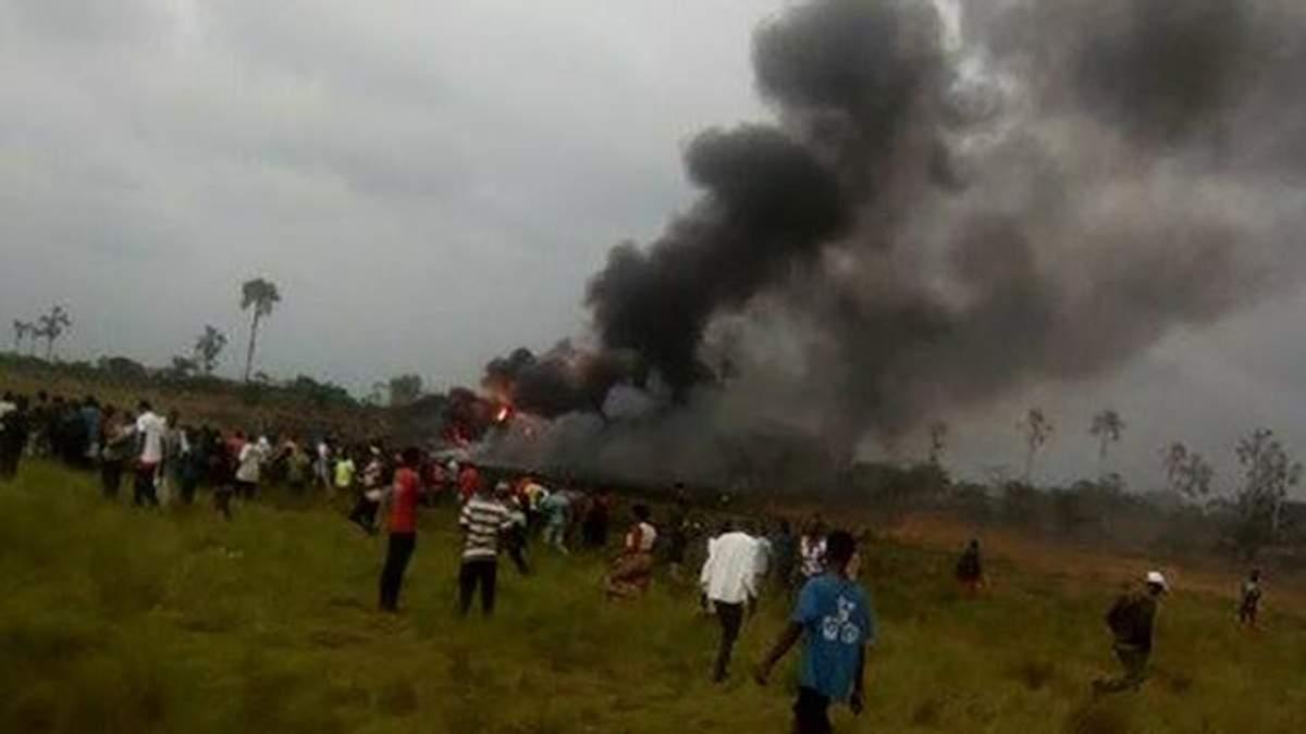 З'явились фото з місця авіакатастрофи військового Ан-12 у Конго