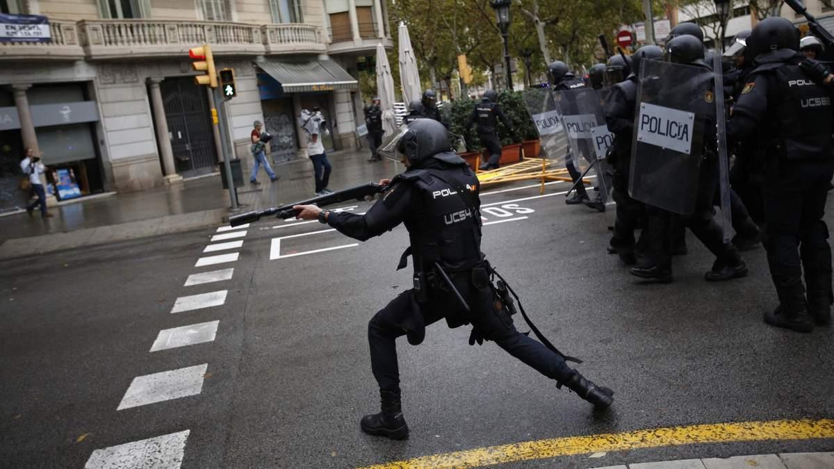 Женщины с окровавленными лицами: Мадрид продолжает применять силу против Каталонии