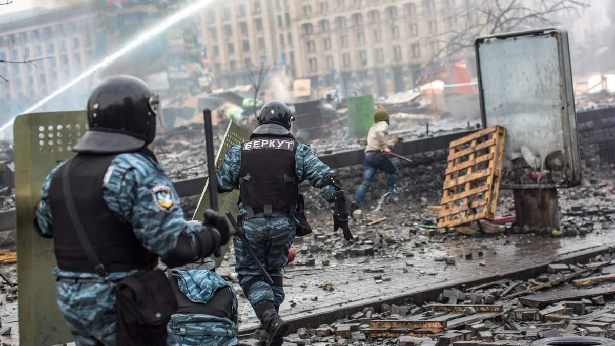 """Двоим экс- """"беркутовцам"""" вручили подозрения по делу разгона Майдана"""