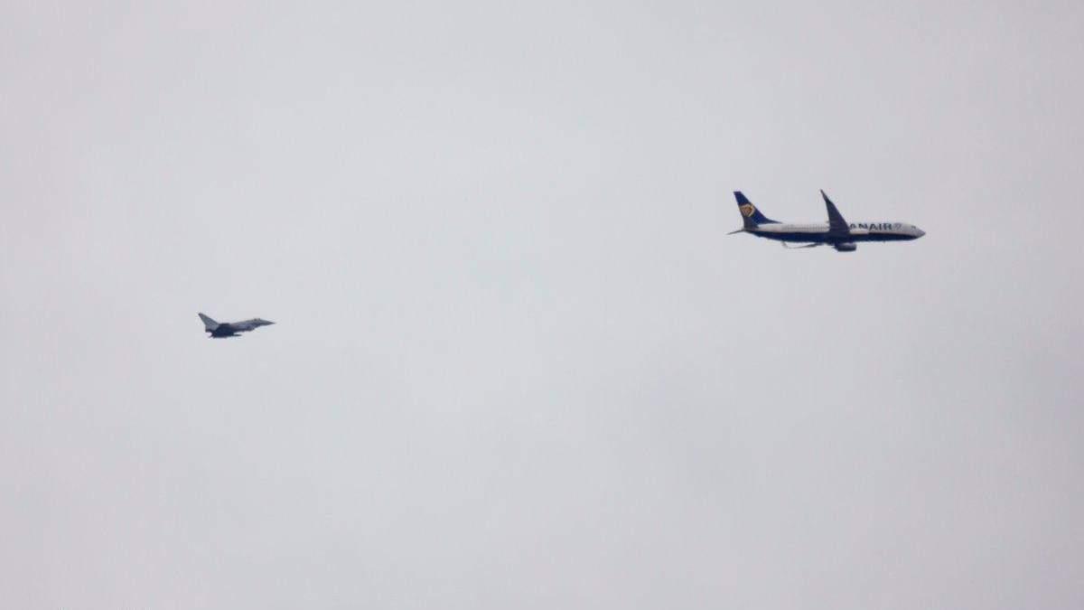 В полиции Великобритании прокомментировали сопровождение истребителями самолета Ryanair