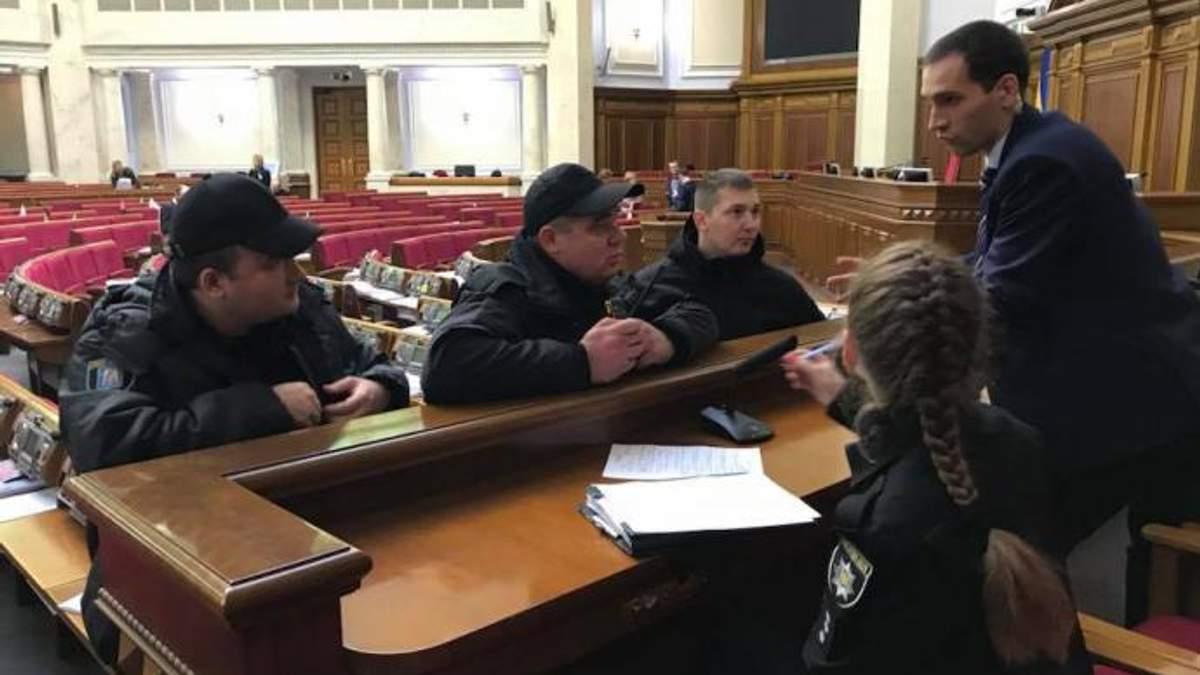 Полиция в сессионном зале Верховной Рады