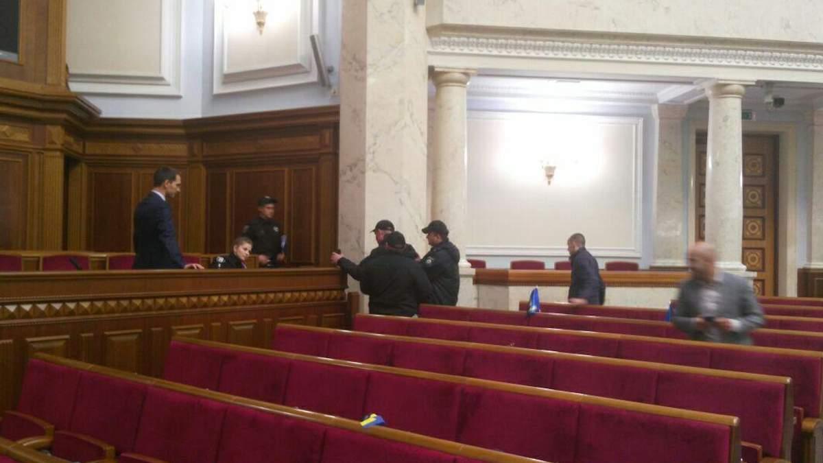 Левченко объяснил, почему зажег дымовую шашку в Верховной Раде