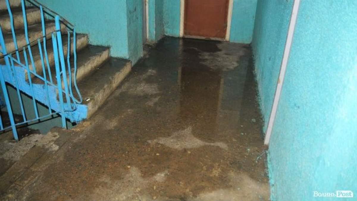 В Луцке многоэтажку залило горячей водой: появились фото