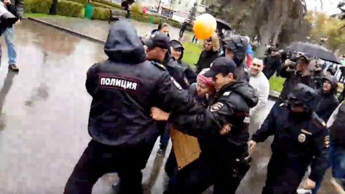 Владимиру Путину на день рождения подарили протесты: первые задержания