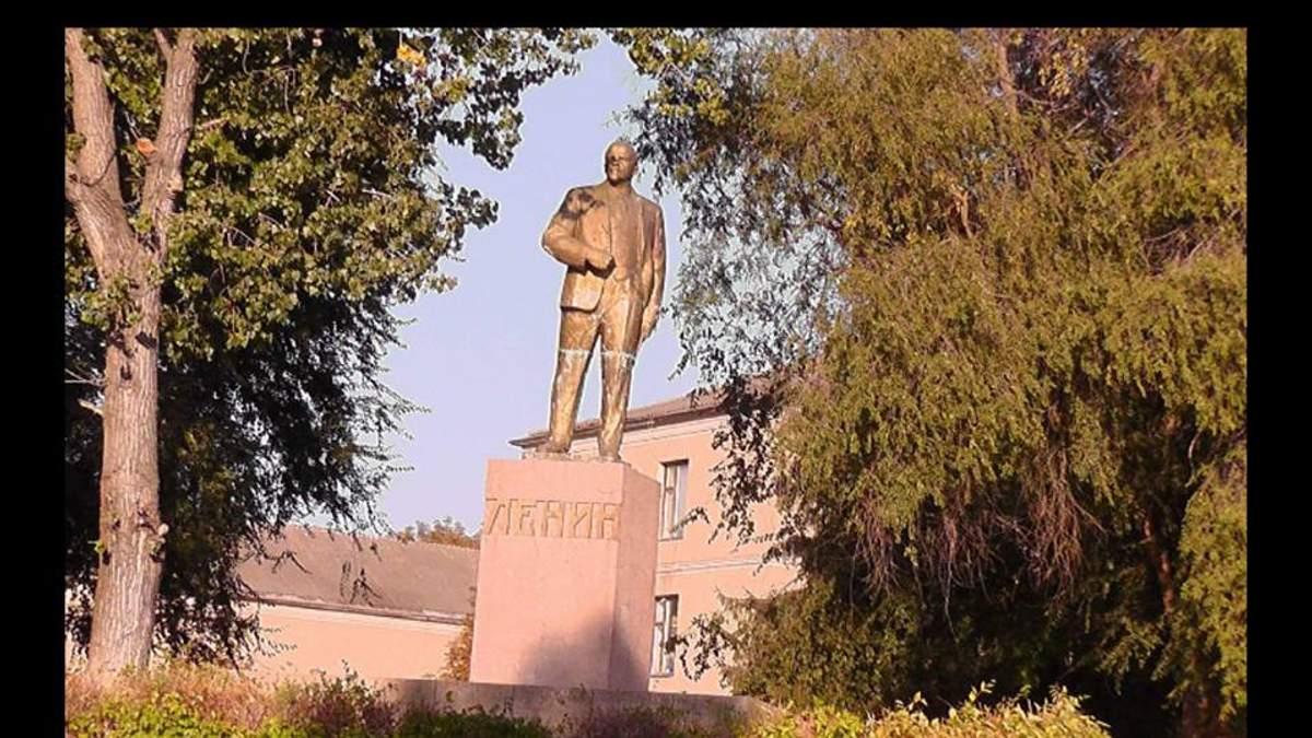 Отреставрированные памятники Ленину и Калинину демонтировали в Одесской области: фото