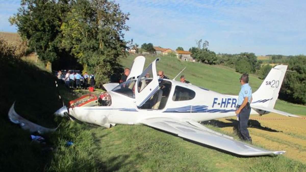 Во Франции вблизи авторалли разбился самолет