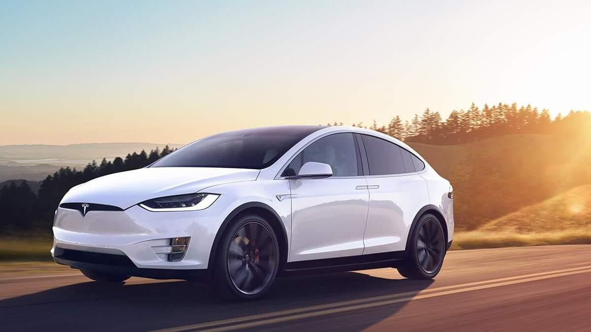 Tesla відкликає 11 тисяч автомобілів Model X через несправність