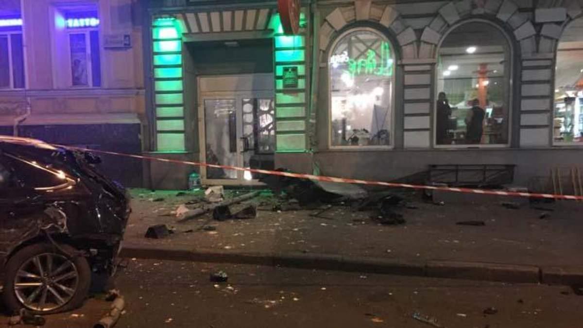 Lexus в Харькове 18 октября влетел в людей - много погибших
