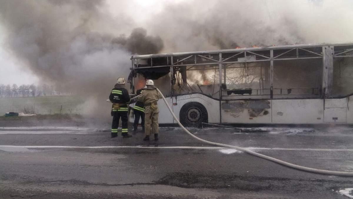 На Вінниччині загорівся автобус: фото