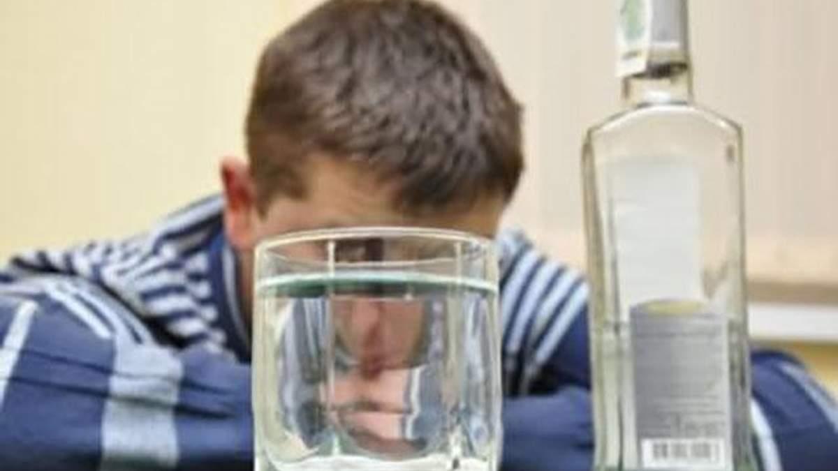 Житель Харківщини вбив друга пляшкою з-під горілки