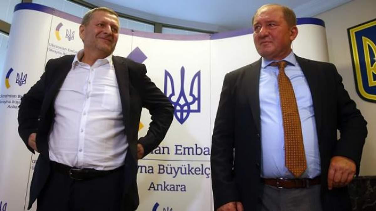 Додому повернулись двоє славетних лицарів: Порошенко привітав Умерова і Чийгоза зі звільненням