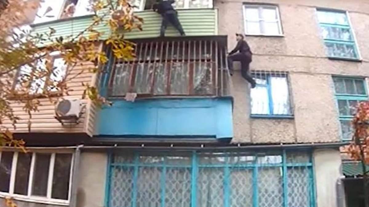 Поліцейські визволили з полону чоловіка його дружину та доньку