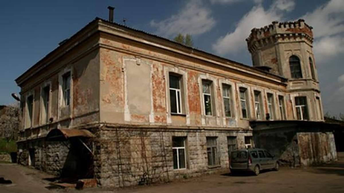 Все нутро випатрали, – блогер показав, як змінилась одна з найстаріших будівель Донецька