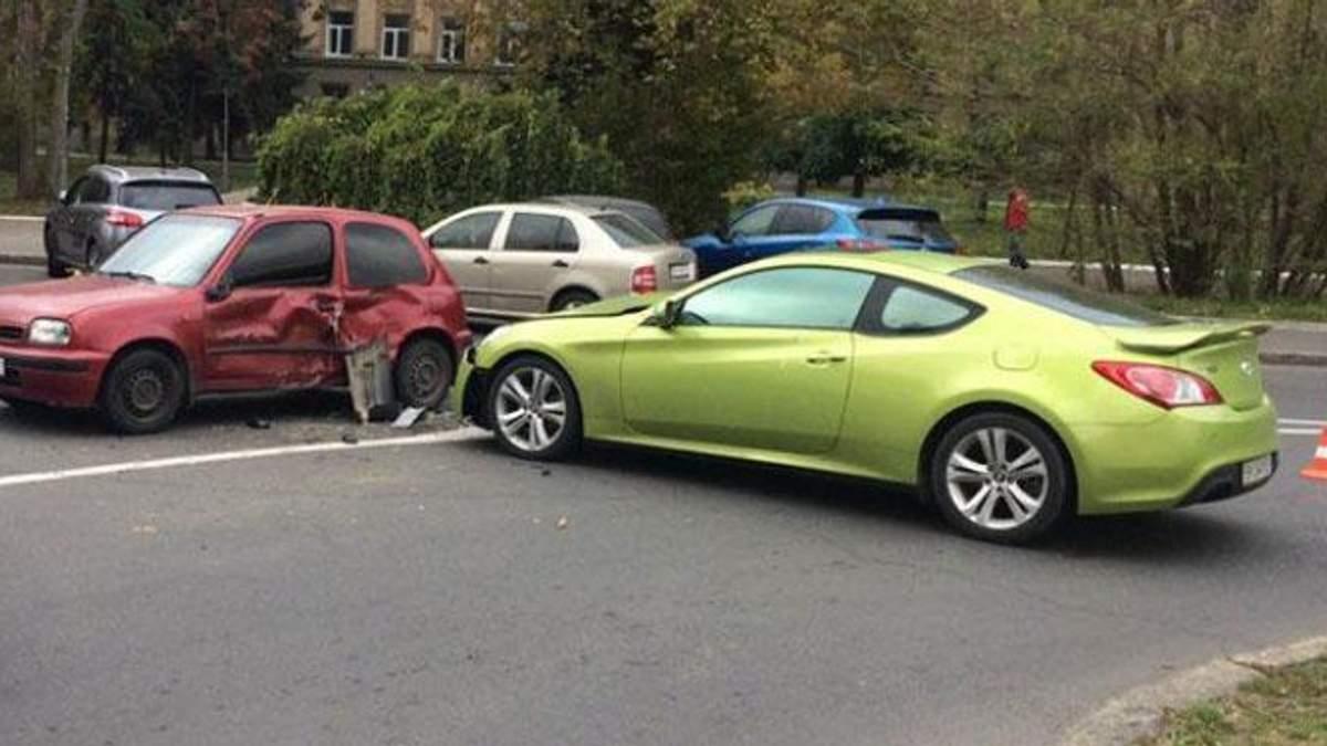 В Одесі дівчина на спорткарі протаранила декілька авто