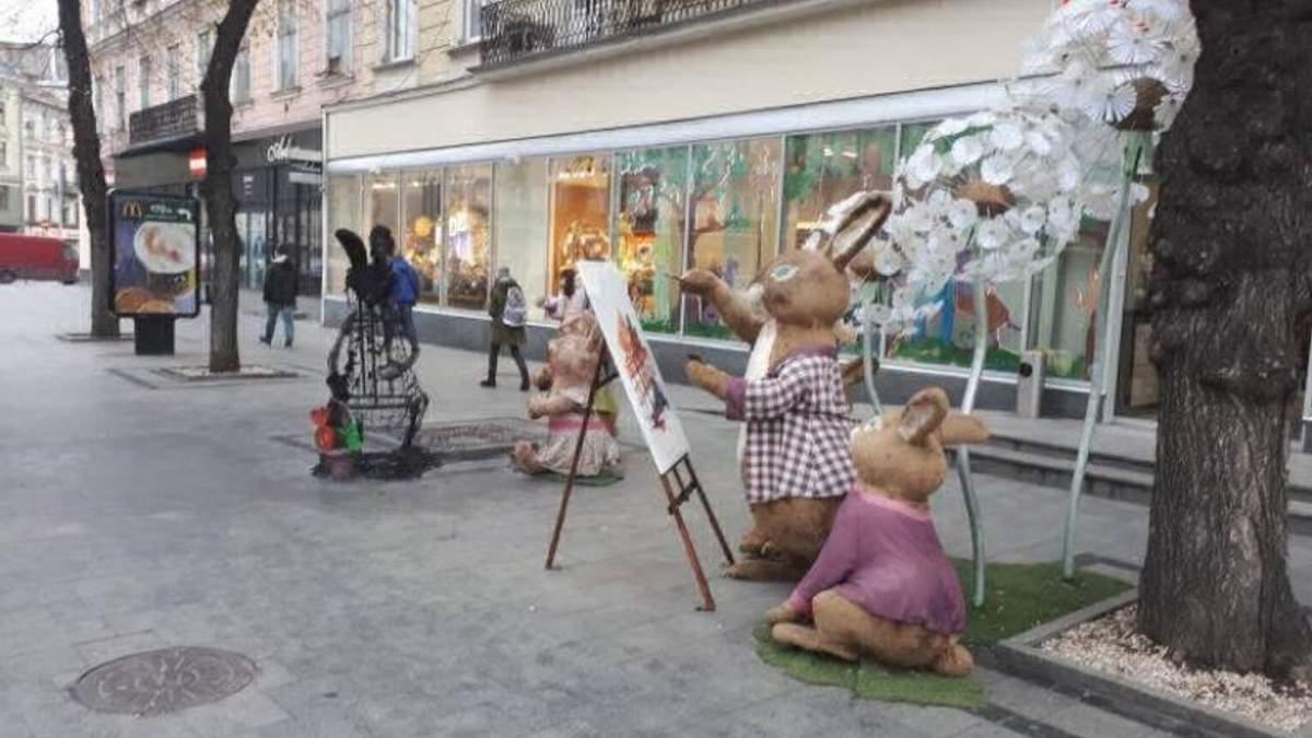 После медведей в Киеве горели зайцы возле магазина Roshen во Львове: появились фото