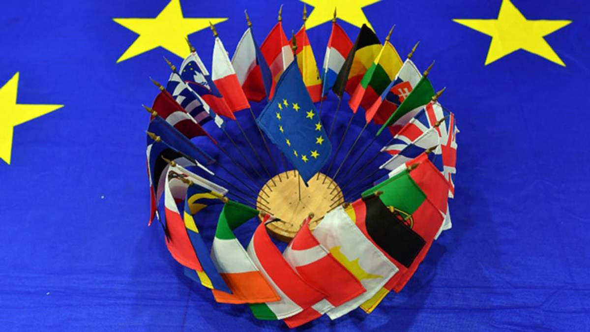 Євросоюз планує створити чорний список фігурантів Paradise Papers