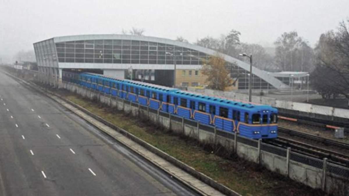 Пассажир упал на рельсы метро в Киеве