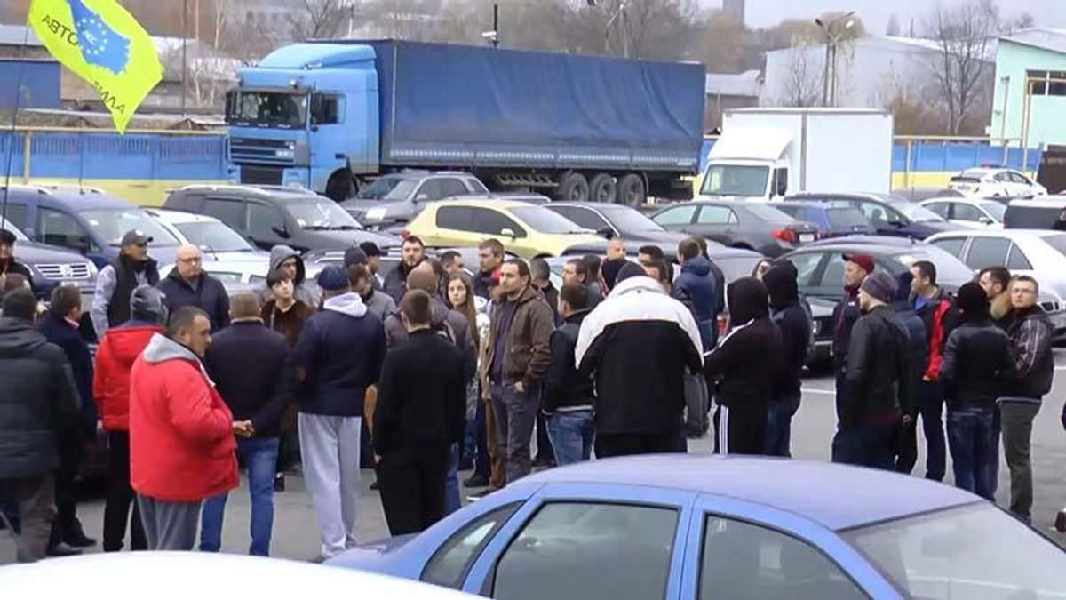 Владельцы машин с еврономерами вышли на протест в Черновцах: озвучены требования