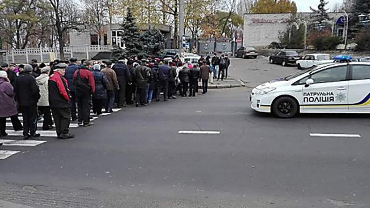 Люди перекрили міст у Миколаєві: відомі вимоги мітингувальників