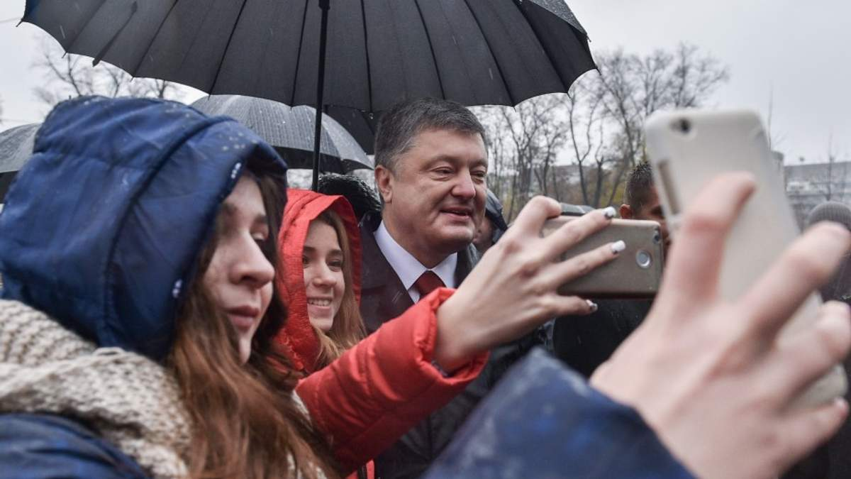 """Порошенко пообіцяв українцям нові """"безвізові"""" країни"""