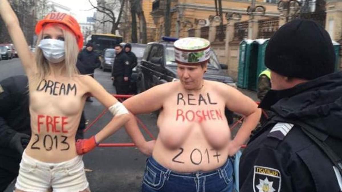 Голі активістки Femen влаштували акцію протесту під адміністрацією Порошенка: (відео 18+)
