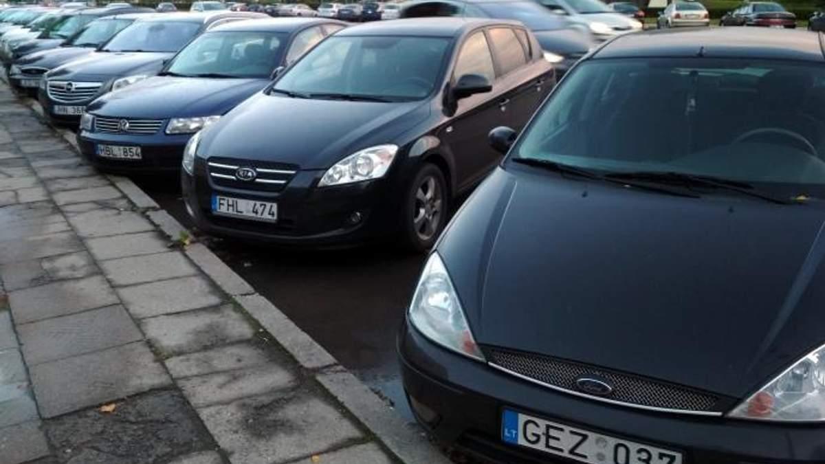На украинских улицах сотни тысяч авто на иностранных номерах