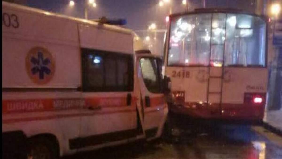 Скорая врезалась в троллейбус в Харькове