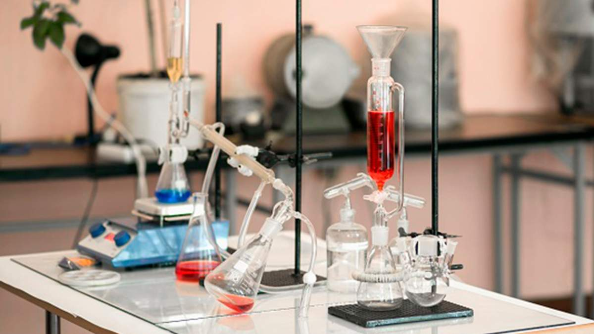 Школярка під час уроку хімії отримала серйозні опіки