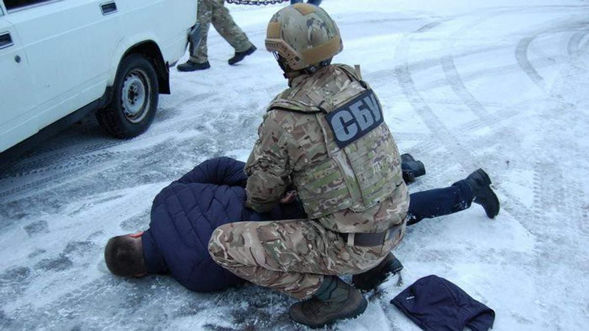 Сотрудники полиции в Чернигове поставляли наркотики в следственный изолятор