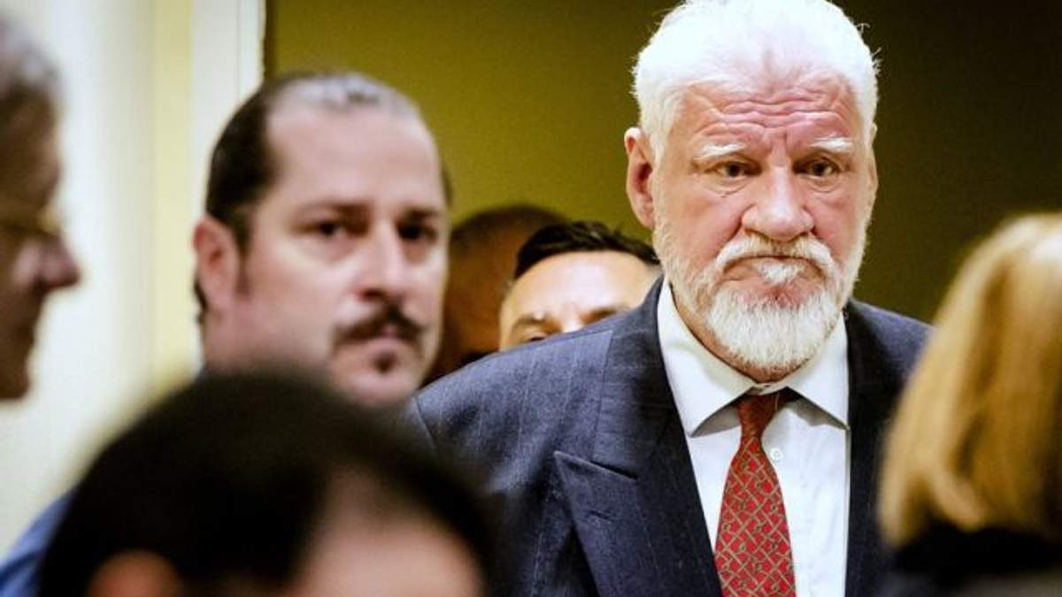 Стало відомо, як Слободан Праляк міг пронести отруту в зал суду