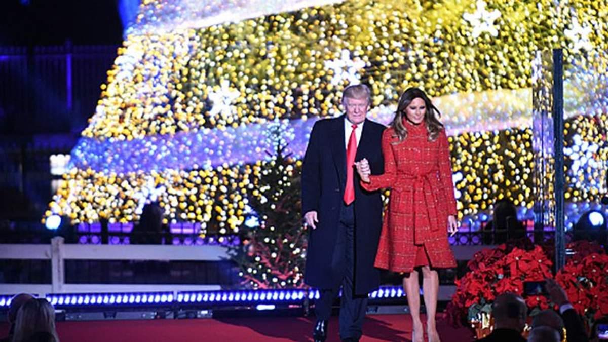 Подружжя Трампів запалили головну ялинку США