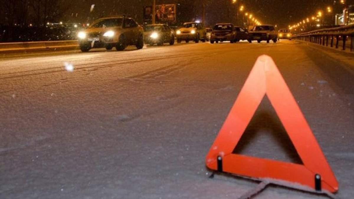 Вантажівка насмерть збила чоловіка на Сумщині: поліція встановлює особу загиблого