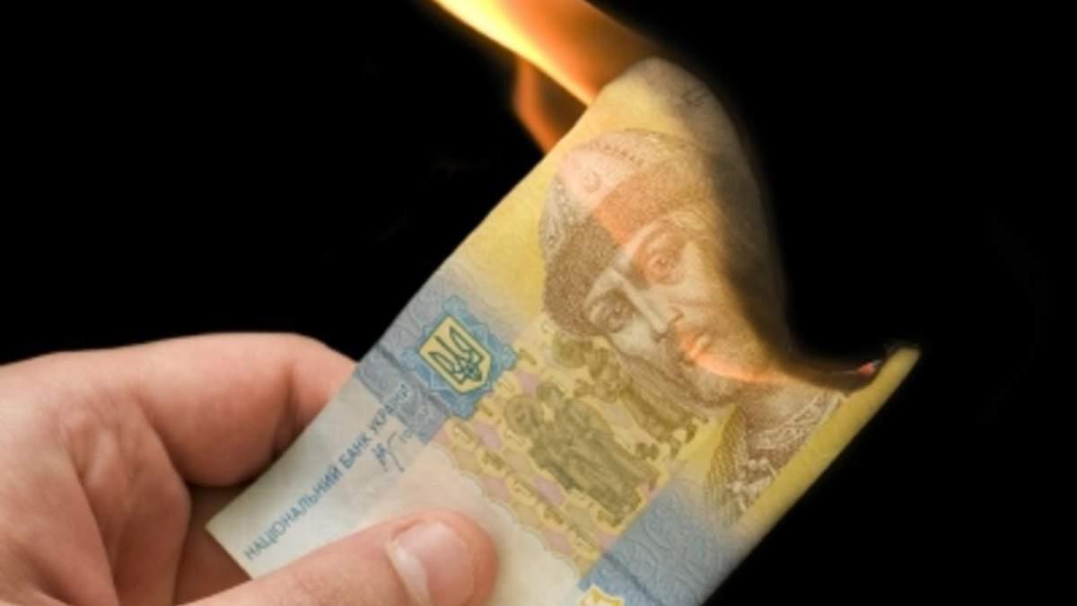 Янукович уничтожал экономику Украины
