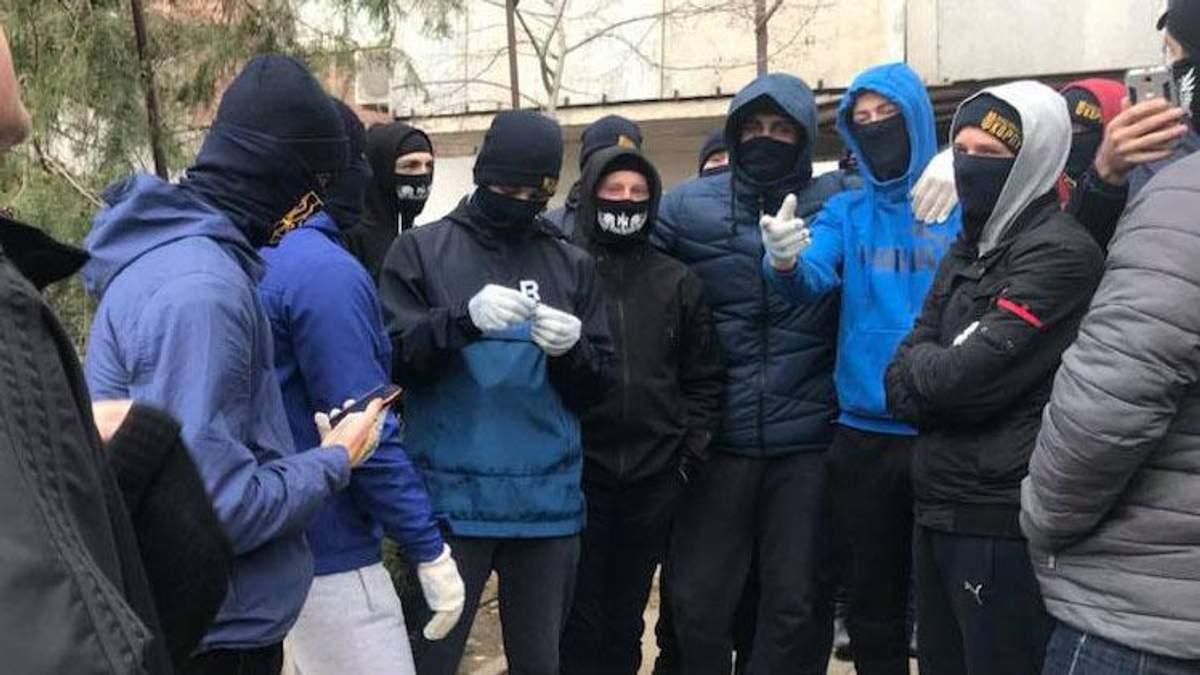 Соратника Медведчука Максима Невінчаного закидали яйцями у Херсоні