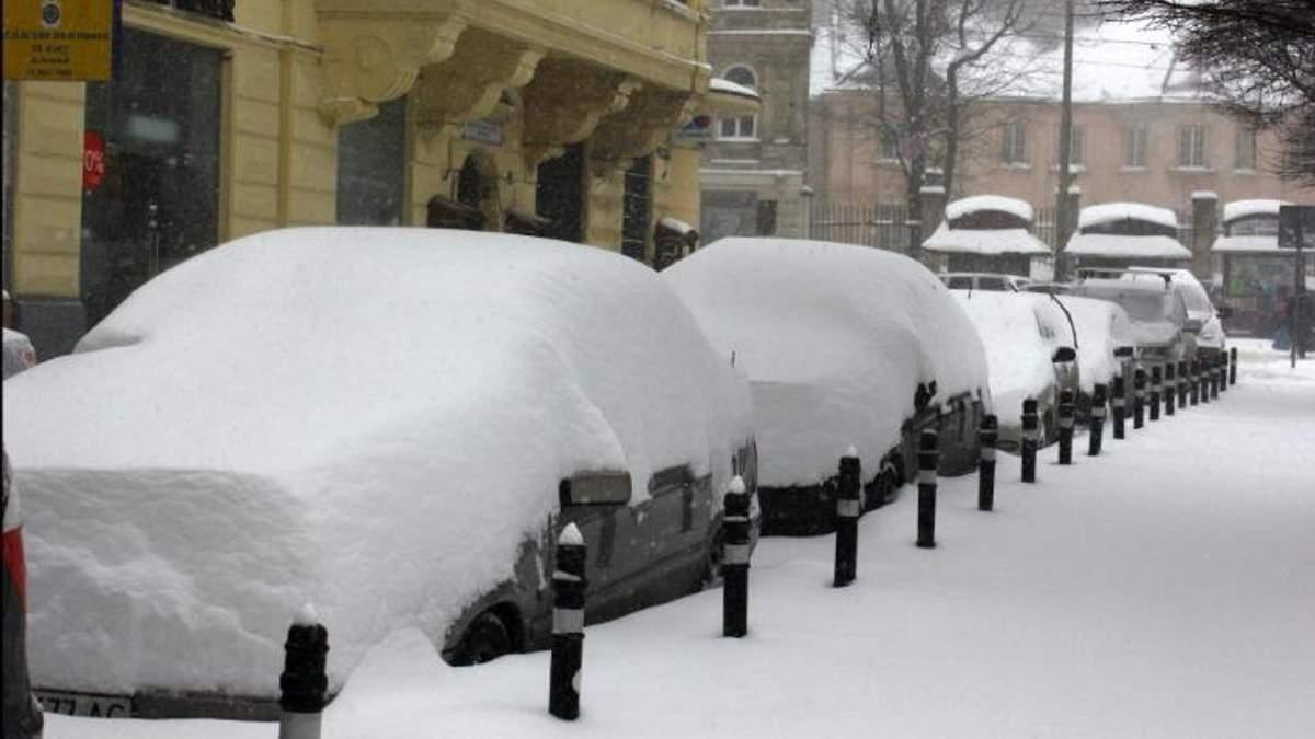 Непогода на Львовщине: автомобили откапывали из снежных заносов