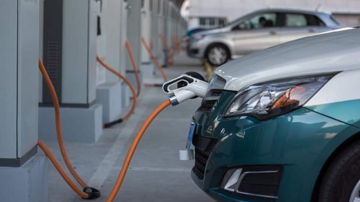 10% паркомест, приспособленных для электрокаров, хотят ввести на законодательном уровне