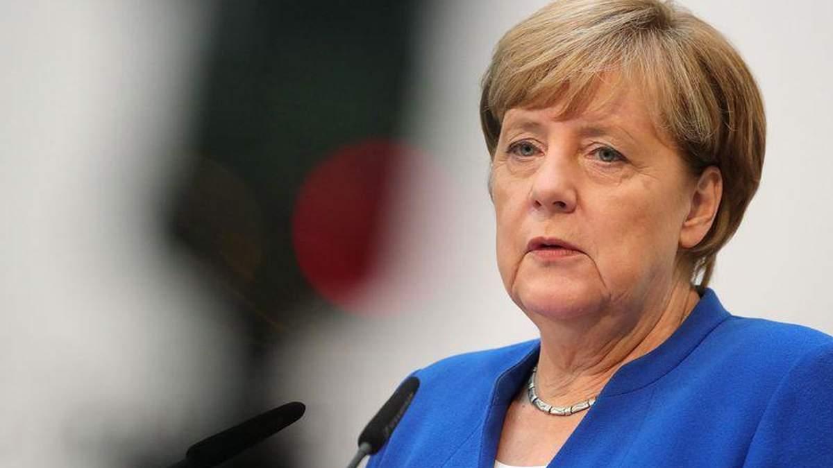 Рейтинг Меркель різко обвалився