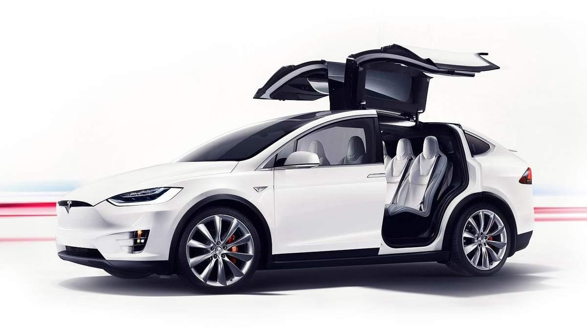Tesla Model X вижила після страшної ДТП: Відео