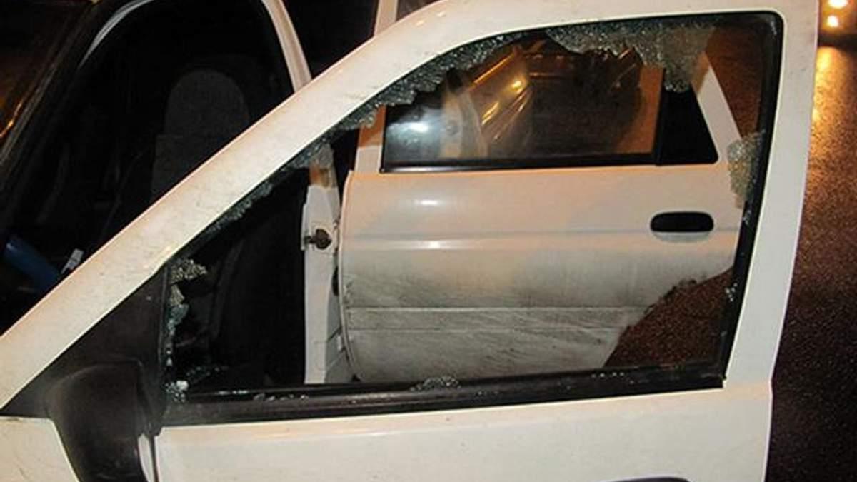 У Харкові невідомі пограбували водія авто