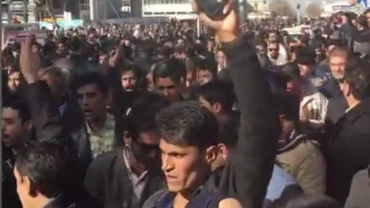 В Ірані прокотилися масштабні та несподівані мітинги проти зубожіння та політичних утисків