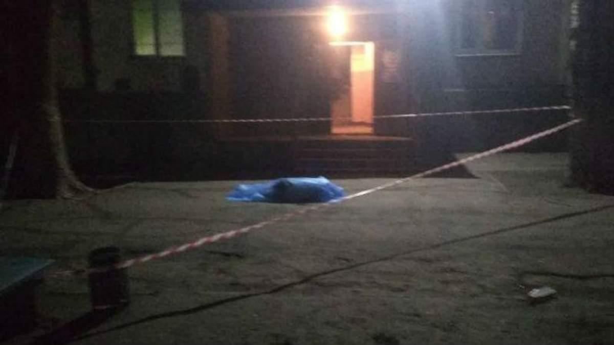 У Запоріжжі чоловік вистрибнув з багатоповерхівки і впав на дитину