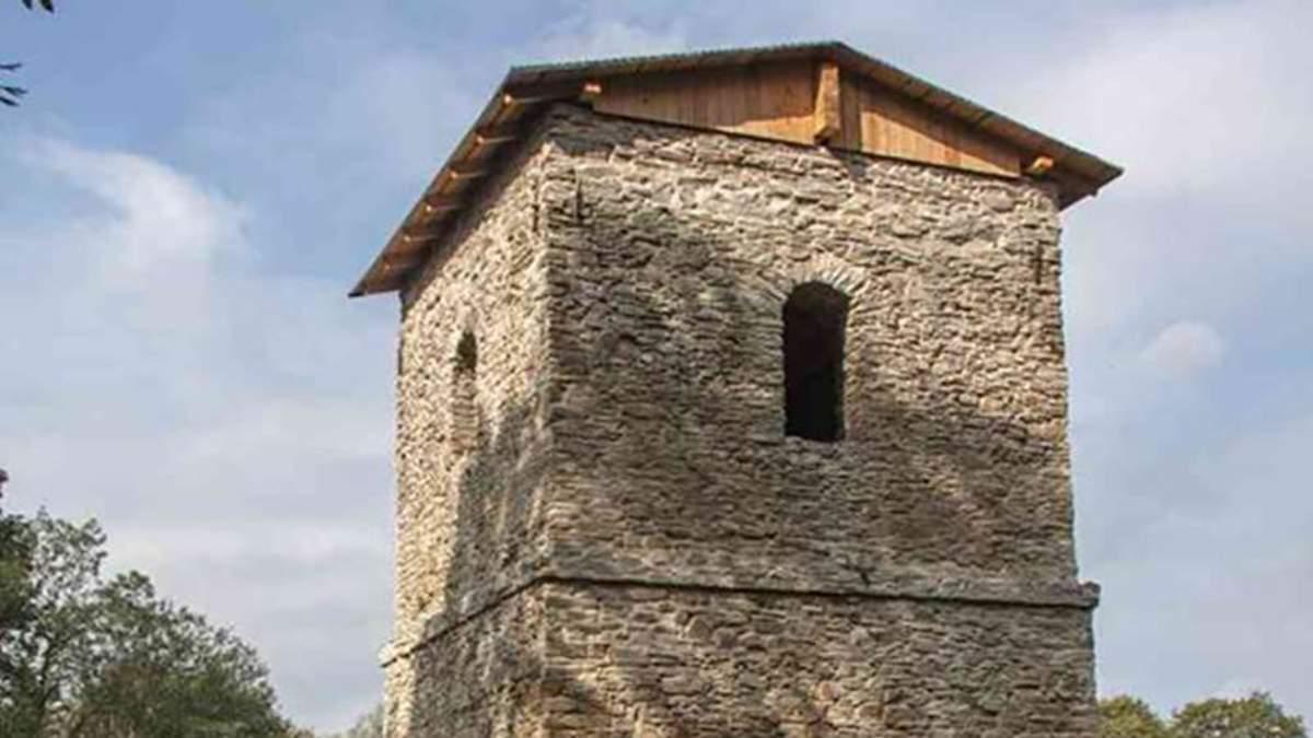 У Польщі реставрують дзвіницю, віднайдену на місці знищеного села лемків