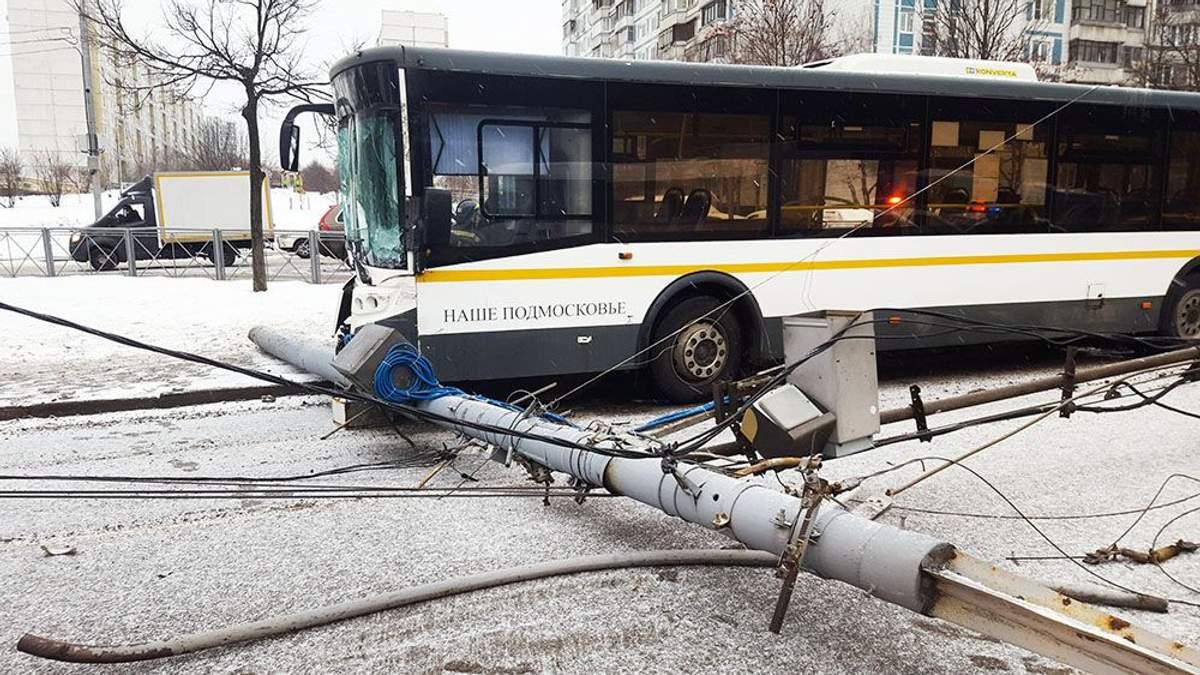 Автобус збив ліхтарний стовп у Москві (ілюстрація)